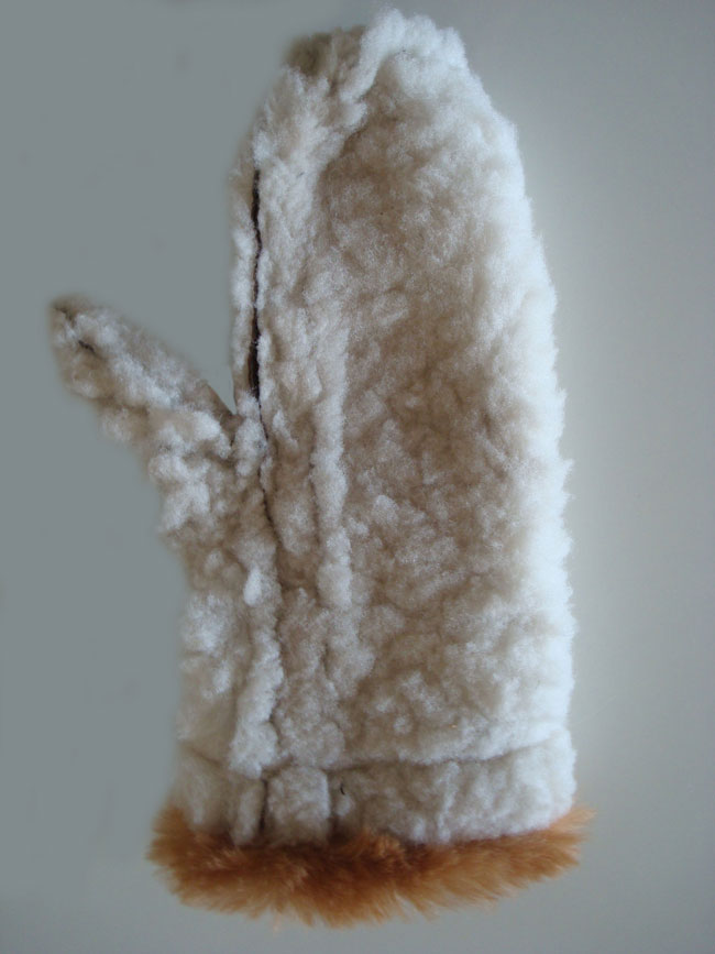 Classic sheepskin mittens with alpaca cuff, the inside.
