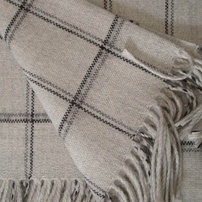 Warm Alpaca blend throw Isidro with a modern plaid pattern in shades of gray