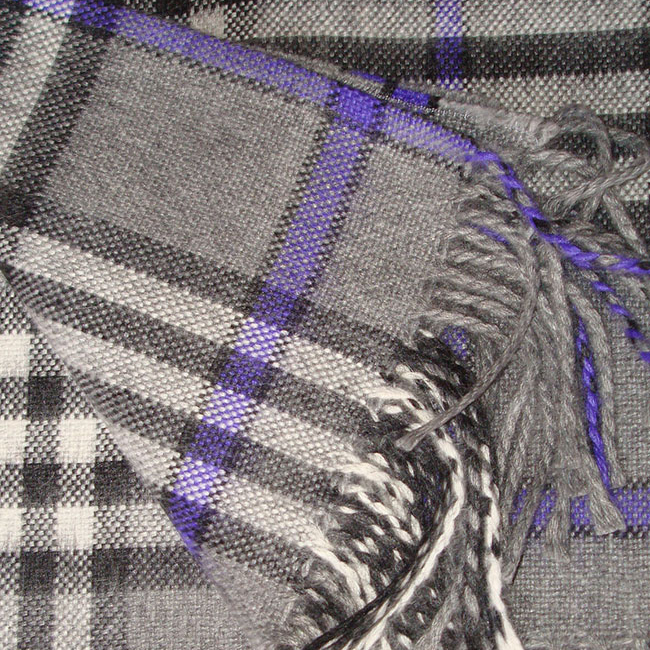 Warm Alpaca blend throw Isidro with a modern plaid pattern in grey-purple