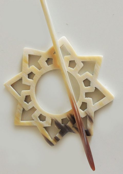 fashion Locking pin made from bull horn in star shape