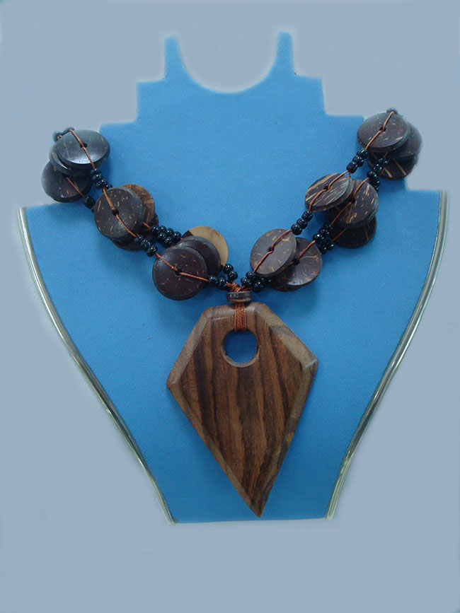 Jewelry, Madera triángulo, necklace made of wood triangle design with cocos