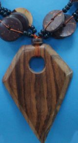 "Jewellery ""Madera triángulo"" necklace made of wood triangle design with cocos"