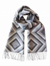 Scarf with graphic pattern and fringes made in baby alpaca, unisex