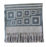 Scarf with graphic pattern and fringes made in baby alpaca, unisex.