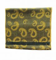 Scarf green / yellow with paisley pattern and short fringes in a blend of baby alpaca and silk.
