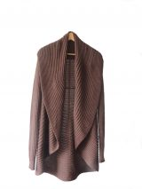 Full knitted open cardigan model Rocio brown in a soft alpaca blend.