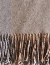 PFL HOME throw beige-gray, in a blend of alpaca, wool and acrylic with fringes.