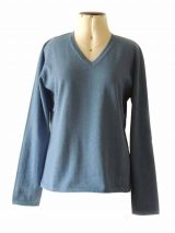 Classic knitted sweater creme with a V neckline in baby alpaca.