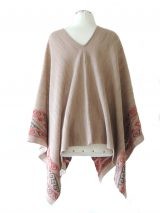 Cape / poncho beige jacquard knitted beige / gray pattern made in 100% baby alpaca.