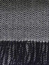 PFL knitwear Scarf with herringbone pattern, black, baby alpaca with twisted fringes.