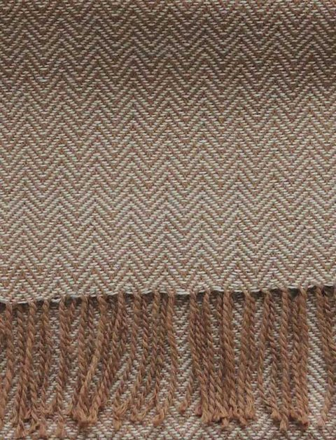 PFL knitwear Scarf with herringbone pattern, color camel, baby alpaca with twisted fringes.