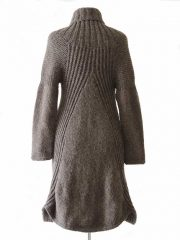 Hand knitted cardigan in alpaca.