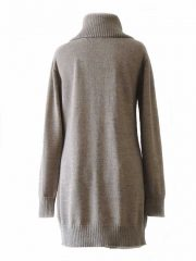 PFL knitwear Long outdoor cardigan made in 100% natural alpaca, extra warm and soft for cold winter days. With a 20 cm high rib col, 7 button closure and 2 pockets on the frontside.