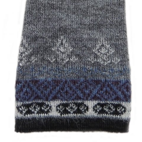 PFL knitwear Wirst warmers Fine knitted, fingerless gloves with embroidered flower detail, alpaca blend